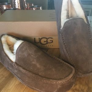 BRAND NEW Authentic Men's Ugg Slippers